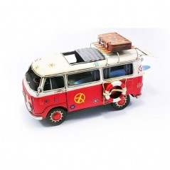 "Volkswagen Bus  ""Love"" met surfplanken"